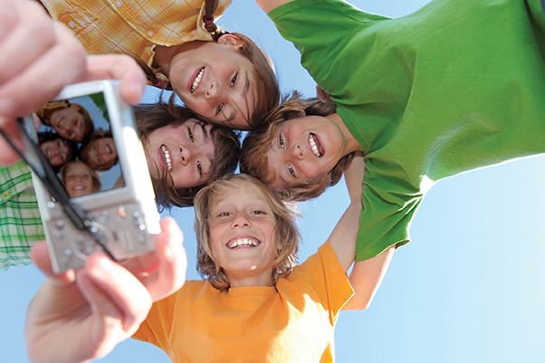 kids-with-camera[1]